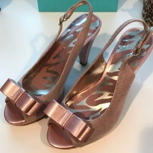 Anne Klein pink sling back shoes with bow. Size 6